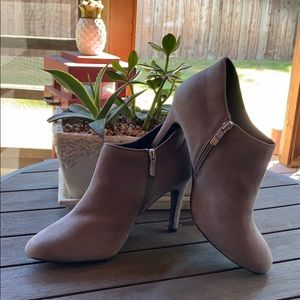 Xappeal=sexy booties. Size 11 gray fabulous